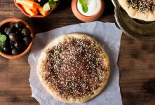 طرز تهیه نان زعتر خانگی خوشمزه و پف دار به روش لبنانی