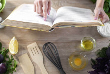 ۷ کتاب محبوب و پر فروش آشپزی در ایران