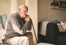 چگونه احساس تنهایی و طرد شدن در سالمندان را کاهش دهیم؟