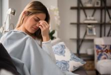 علت و علائم سردردهای هورمونی چیست؟
