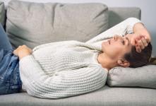 نفخ قاعدگی   علت نفخ شکم در زمان پریودی چیست ؟