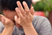 علت احساس وجود شن ریزه در چشم چیست ؟