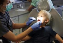 مصرف شیر یکی از دلایل اصلی پوسیدگی دندان کودکان ۲ تا ۳ سال است