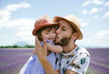 با بوسیدن فرزندتان ترس و استرس را از او دور کنید