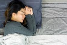 با این ۱۸ ترفند هر شب در خواب ۱ کیلو گرم وزن کم کنید
