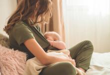 چرا در زمان شیردهی ترک و خونریزی نوک پستان اتفاق می افتد؟