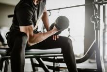 فواید دمبل تمرکزی برای تقویت عضلات بازو