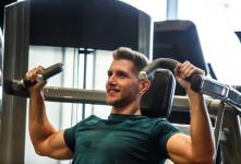 چگونه با تمرینات ورزشی عضلات سینه را تقویت کنیم؟