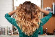 ۱۳ فرمول رنگ موی طبیعی با حنا، قهوه، دارچین و گیاهان دارویی