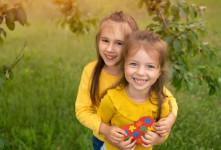 ۳۰ متن بسیار زیبا و احساسی تبریک روز خواهر