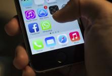 ۴ روش کاربردی برای دیدن مخفیانه استوری واتساپ WhatsApp Status