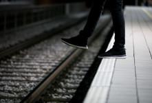 تصویری دلخراش از خودکشی جوان ۲۰ ساله زیر چرخ های قطار