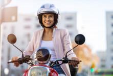 زنان موتور سوار گواهینامه دار می شوند ؟