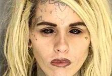 چهره خوفناک این زن بدون سفیدی چشم!