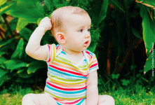 چرا کودک موهای خود را میکشد ؟ درمان و روش های پیشگیری
