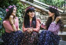 ۱ + ۱۲ شعر روز دختر | عاشقانه ترین و زیباترین اشعار به مناسبت روز دختر