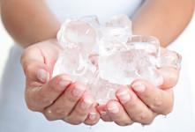 ۱۱ انشا با موضوع حمل یک قالب یخ بدون دستکش