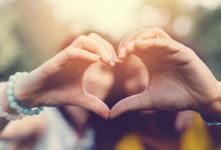 ۱۵ متن تبریک روز خواهر به خواهر شوهر خاص و یونیک