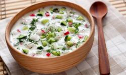 خواص خوردن آب دوغ خیار در روز های گرم تابستان