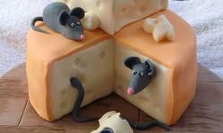 تزیین زیبا و جالب کیک تولد با فوندانت و کرم رویال