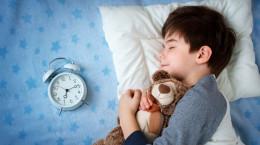 سن مناسب برای جدا کردن اتاق خواب کودک از والدین چه زمانی است؟