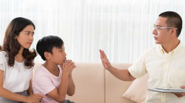 ۷ کلمه که هرگز  نباید به کودکان خود بگویید