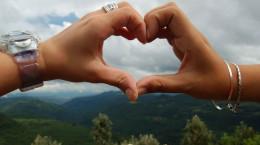 ۳۳ کپشن های زیبا و رومانتیک ابراز عشق به نامزدم