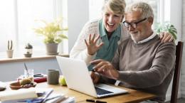 چطور به والدین سالمندی که دور از ما زندگی می کنند کمک کنیم؟