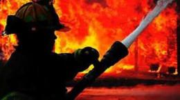 آتش نشانان حریق چادر مسافرتی در اصفهان را مهار کردند