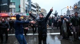 تصاویر تجمع انصار حزبالله روبروی کنسولگری عربستان در مشهد
