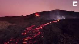 نمای درون آتشفشان از دید پهپاد (فیلم)