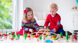 معرفی چند اسباب بازی آموزنده و سرگرم کننده برای کودکان 2 تا 4 سال