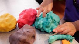 خمیر بازی برای کودکان چه عوارضی دارد؟