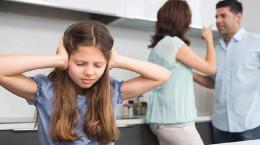 اثرات مخرب دعوای والدین مقابل کودکان