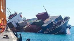 فیلم | غرق شدن کشتی در بندر امام خمینی