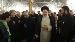 فیلم لحظه اعطای حکم خادمی امام رضا (ع) به شهید قاسم سلیمانی