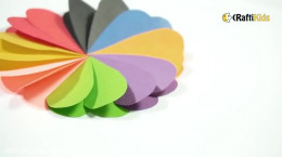 کاردستی یک گل رنگی قلبی شکل با کاغذ رنگی