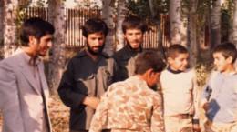 احمدی نژاد با کت و شلوار سفید ,زمانی که فرماندار شهرستان خوی بود.