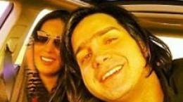 عکس دونفره از محسن یگانه و همسرش در ماشین
