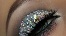 آرایش چشم با نگین بسیار زیبا و خلاقانه