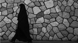 هتک حرمت زن جوان چادری توسط دو دختر بی حجاب