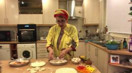 آشپزی فاطمه گودرزی و طرزتهیه پیتزا گیاهی و پیراشکی گوشت