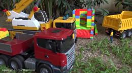 بازی با اسباب بازی های بیل مکانیکی و خاک برداری