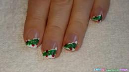 فرنچ زیبا و آسان ناخن با طرح درخت کاج کریسمس
