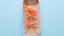 بستن بند کفش اسپرت دخترانه