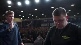 مسابقات سیلی سنگین وزن ها در روسیه ( چک زنی افسری )