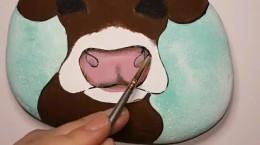 کشیدن نقاشی گاو روی سنگ برای عید نوروز ۱۴۰۰