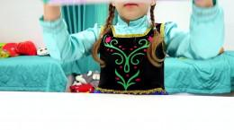 فیلم دخترونه السا و انا - تولد فروزنی