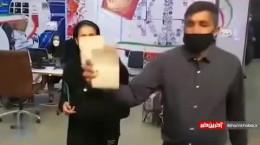 ورود دختر موتور سوار برای ثبت نام در انتخابات ۱۴۰۰