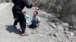 فیلم شکنجه ۲ پسر بچه ایرانی در جاسک